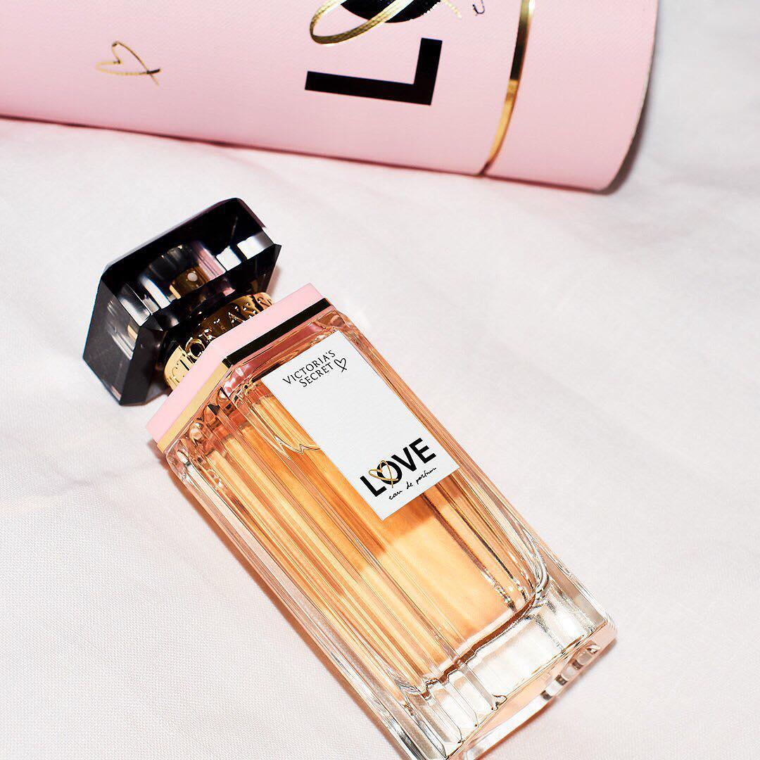 LOVE Eau de parfum (lifestyle shot)